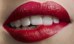 К чему чешутся губы – приметы и суеверия